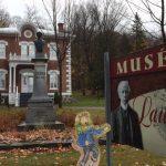 Graisse-Graissou visite la maison ancestrale de Sir Wilfrid Laurier.