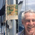 Graisse-Graissou est en vacance sur un voilier aux Îles Vierges britanniques en compagnie de Guy et Stéphane.