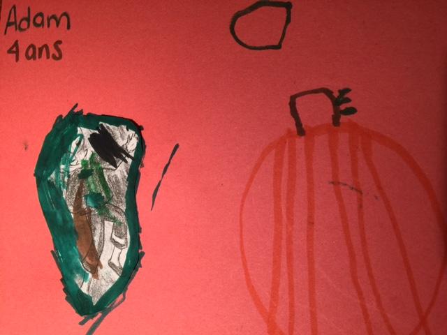 Adam a dessiné une belle citrouille.